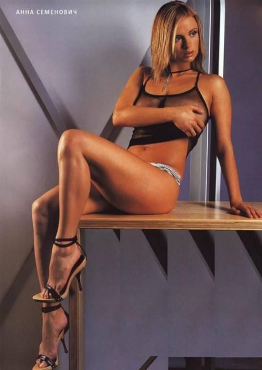 Эротика с невероятной голой красоткой Анной Семенович  72793